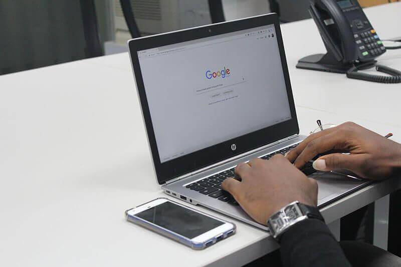 Google 允許使用者在搜尋結果當中留下評論